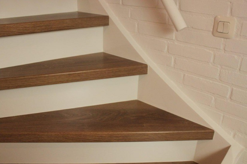 Luxury vinyl stairs pvc trapbekleding actielaminaat bv for Eisen trap